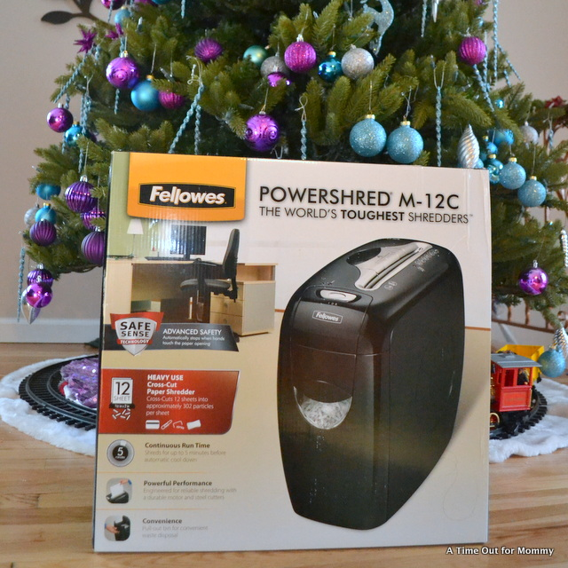 Give The Gift Of Identity Theft Protection With Fellowes! #GiftFellowes #Sponsored #IC